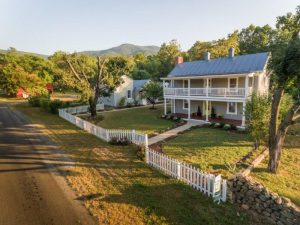 Circa 1800's completely renovated – Kite Hollow Manor